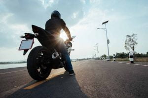 seguro moto a terceros qué cubre