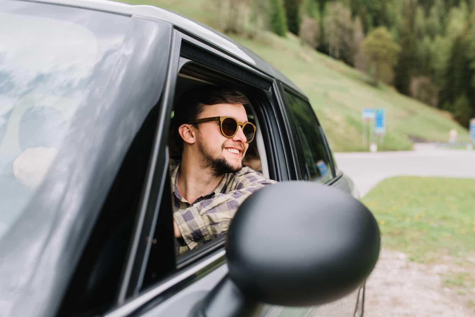 es obligatorio llevar el recibo del seguro del coche